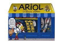 Coffret Ariol : Contient : 1 livre, 1 stylo 6 couleurs, 2 blocs de post-it, 2 transferts pour t-shirt, 2 carnets, 5 cartes postales, 1 calendrier perpétuel